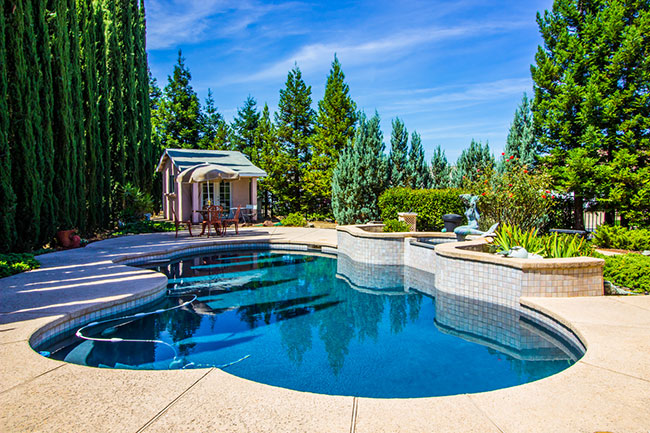 Three Things to Consider When Installing a Swimming Pool